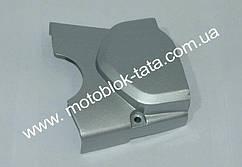 Крышка двигателя левая вилка (метал)