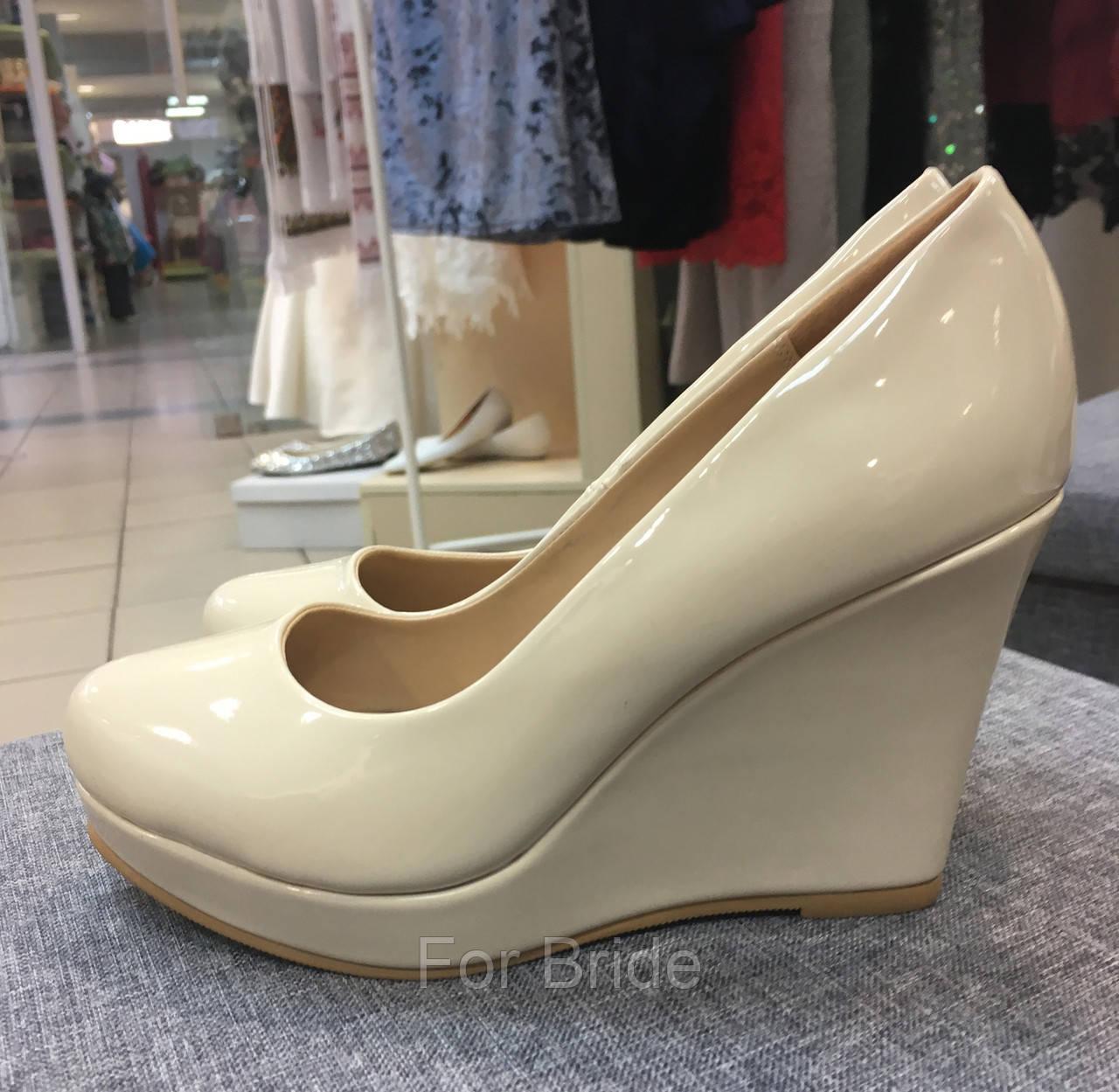 Свадебные туфли на танкетке лаковые бежевые Vina Vestina  продажа ... cc1c10c2539d3