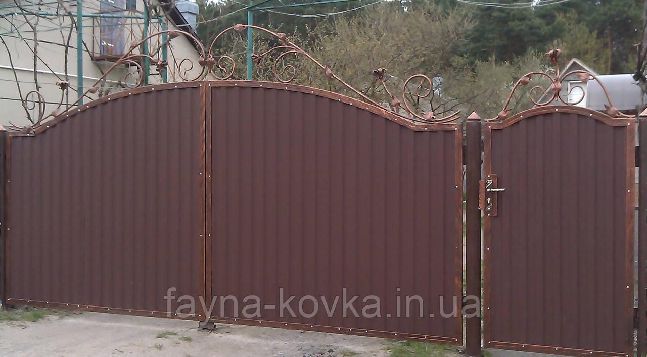 Ворота с калиткою закрытые профнастилом 5550