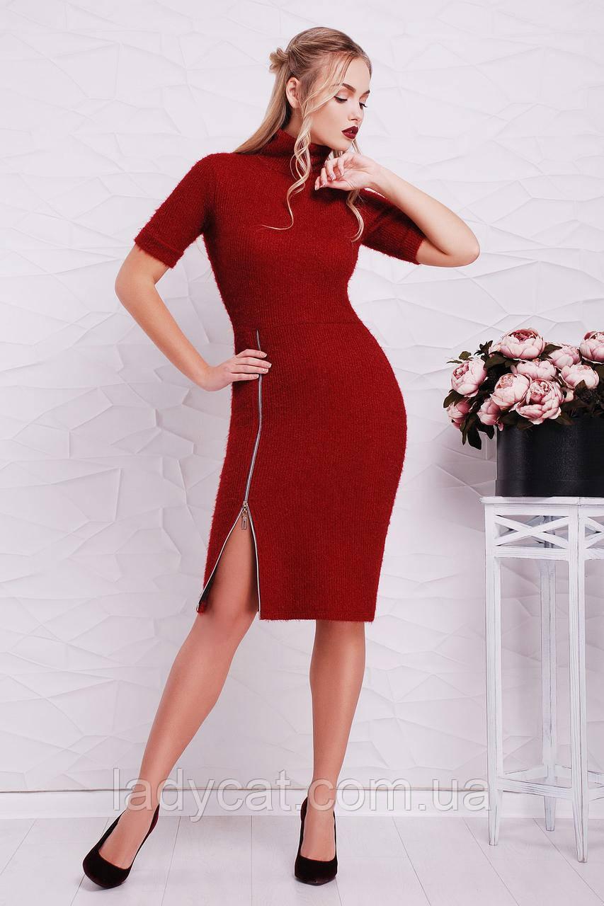Элегантное теплое бордовое платье украшенноебоковой змейкой от талии до подола