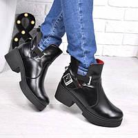 Женские зимние ботинки из натуральной кожи Karat черные 3857