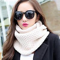 Стильный теплый женский шарф-хомут снуд с двойным типом вьязки бежевого цвета