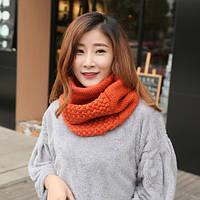 Стильный теплый вязанный женский шарф-хомут снуд с двойным типом вьязки оранжевого цвета