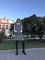 Тёплое и стильное платье-сарафан из твида с карманами.