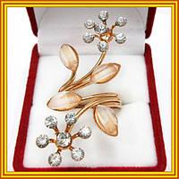 Женское кольцо под золото Ветка Сакуры с кремовыми стразами и акриловыми вставками