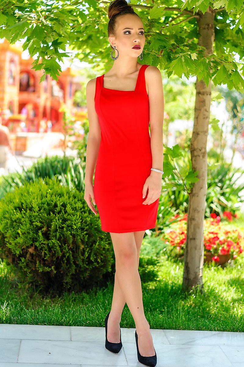 Красное платье в обтяжку