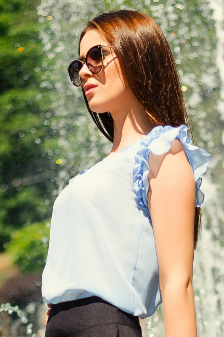 Голубая летняя блузка