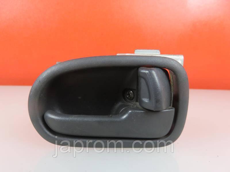 Ручка двери внутренняя правая черная Mazda 626 GF