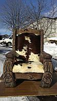 Кресло с резьбой и чеканкой