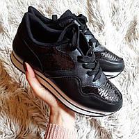 Женские черные кроссовки со вставками из пайеток