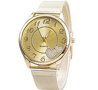 Наручные часы женские с золотистым ремешком Сердечки код 325
