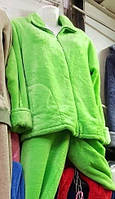 Яркий махровый костюмот производителя