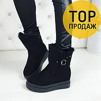 Женские низкие зимние ботинки на скрытой танкетке, черного цвета / полусапоги женские замшевые, с ремешком
