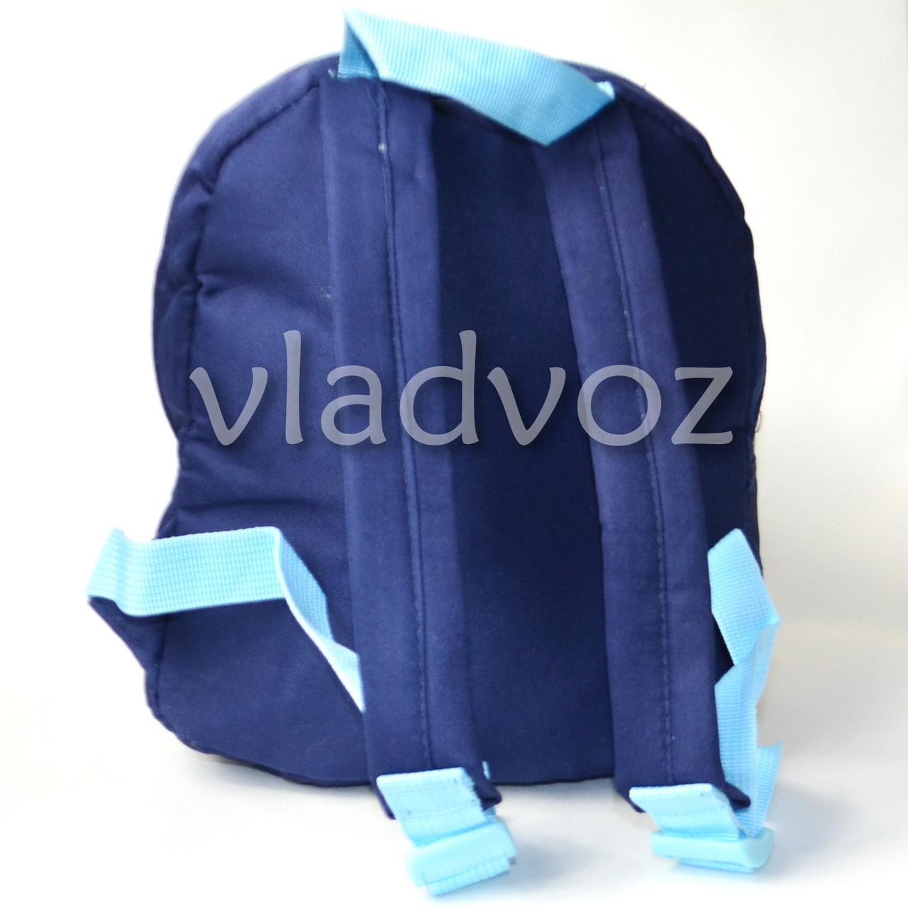 Фото детского рюкзака с игрушкой собачкой для девочки синий Snoopy вид сзади