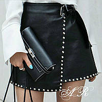 Женская стильная юбочка на запах из эко-кожи с молнией и заклепками
