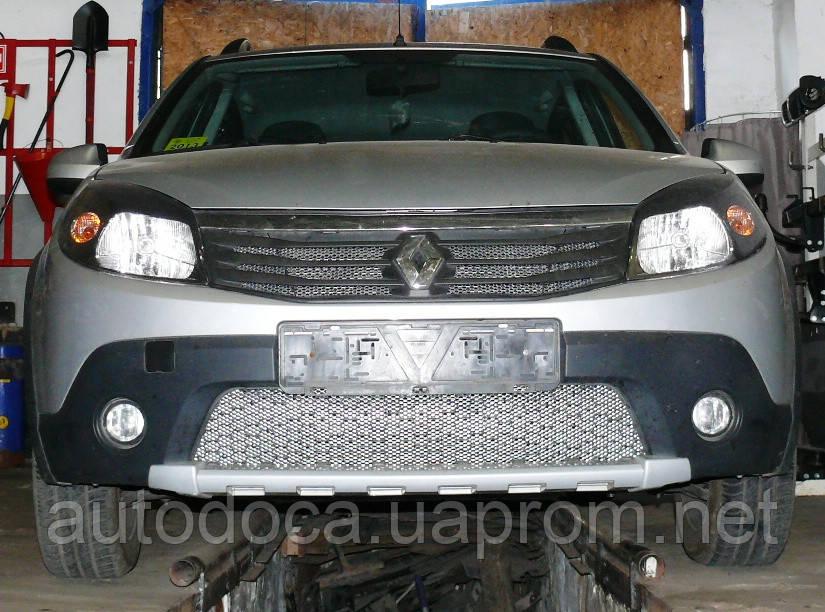 Декоративно-защитная сетка радиатора Renault Sandero Stepway фальшрадиаторная решетка, бампер