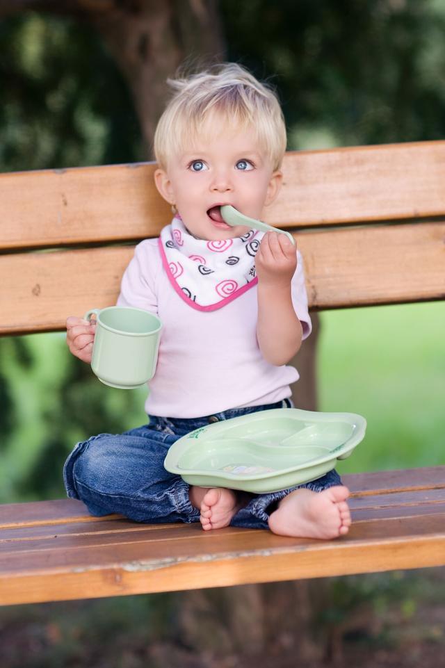 Выбираем первую посуду для малыша