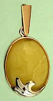 Золотий підвісок з бурштином