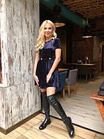 Бархатное короткое платье с плиссированной юбкой