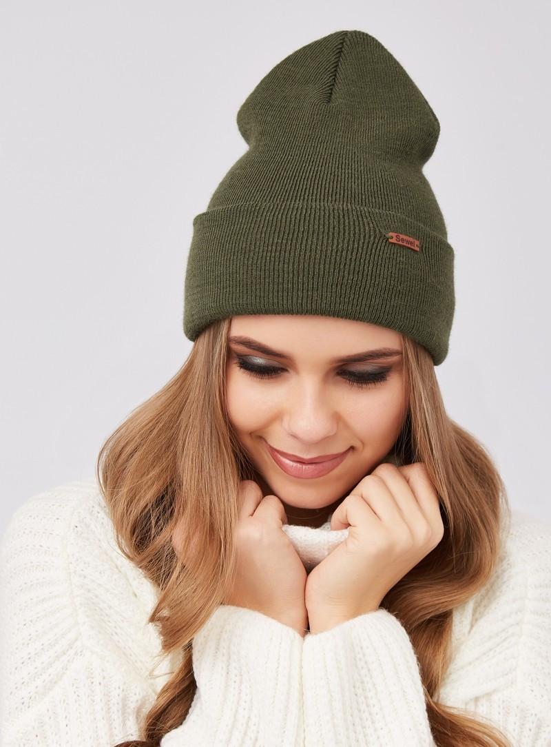 Зимняя теплая женская шапка