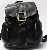 Объёмный рюкзак чёрного цвета из мягкой натуральной кожи
