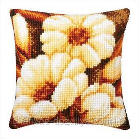Подушка для вышивки Белые цветы