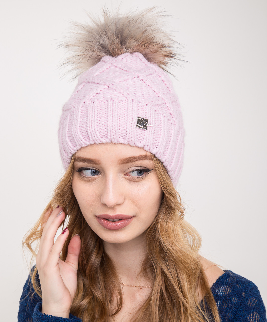 Женская вязанная шапка с меховым помпоном на зиму - Артикул 2150-5