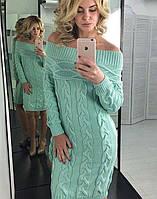 Платье крупной вязки в ментоловом цвете с открытыми плечами