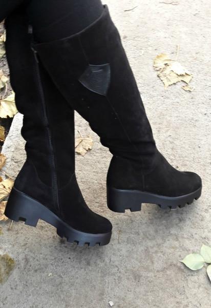 5ac3d49e2871 Шикарные женские зимние сапоги на тракторной подошве высокие замшевые черные