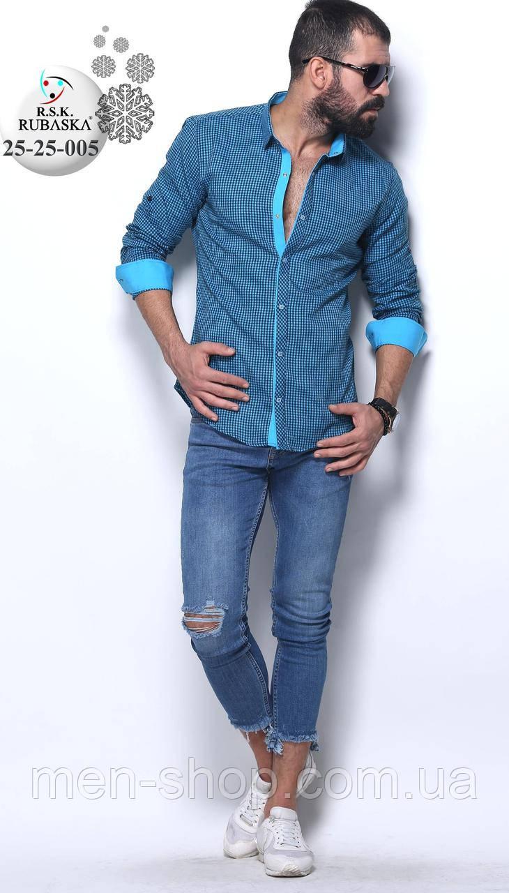 Красивая мужская голубая рубашка в клетку