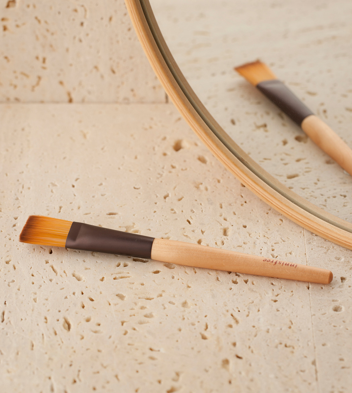 Innisfree pack brush Кисть для нанесения масок