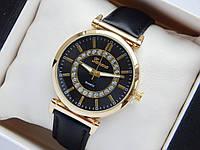Женские наручные часы Geneva, золотистого цвета, черный циферблат, на черном кожаном ремешке, со стразами