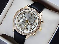Женские наручные часы Pandora, золотистого цвета,циферблат серебро, на кожаном ремешке, со стразами на корпусе