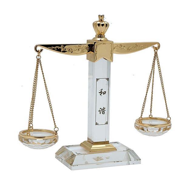 Настольные сувениры: аромалампы, маятники, каллиграфия