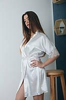 Атласный белый халатик с кружевом на рукавах