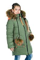 Зимняя удлиненная куртка-пальто для девочки с меховыми помпонами
