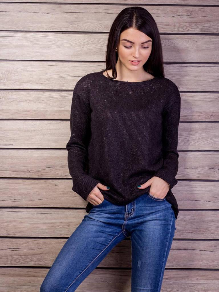 Черный свитер крупной вязки