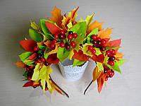 Обруч с листьями и ягодами в осеннем стиле