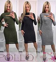 Приталенное платье из трикотажа-резинки с разрезом на груди 505476