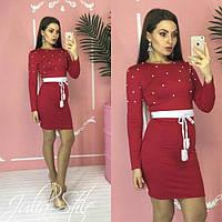 Трикотажное платье с бусинами и тонким поясом 05510