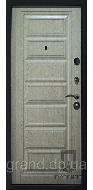 """Входные двери Патриот LS модель """"Seven""""  цвет ясень"""