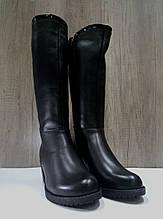Зимние женские кожаные сапоги МИДА 24672 черные на маленьком каблуке.
