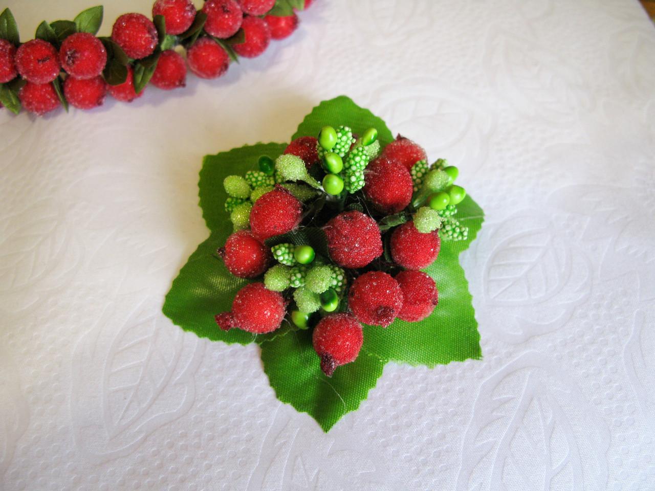 Брошь-заколка с ягодами калины сахарной 40 грн