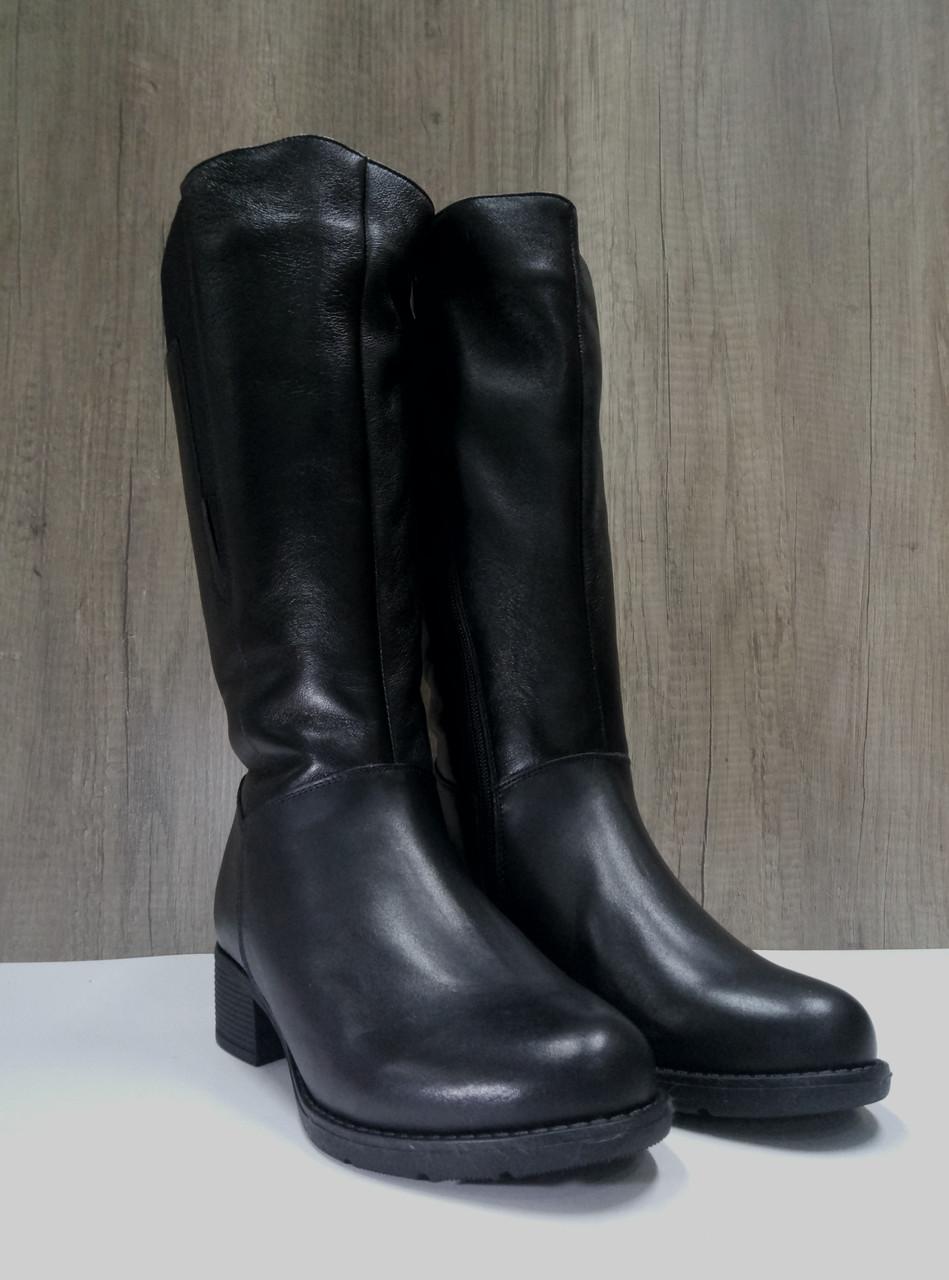 Зимние женские сапоги МИДА 24601 черные кожаные на маленьком каблуке на широкую голень.