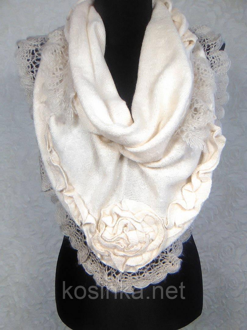 Женская теплая молочная косынка из акрила с ажурной отделкой - Kosinka.net