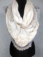 Женская теплая молочная косынка из акрила с ажурной отделкой (5)