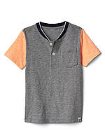 Детская трикотажная футболка с карманчиком Gap для мальчика
