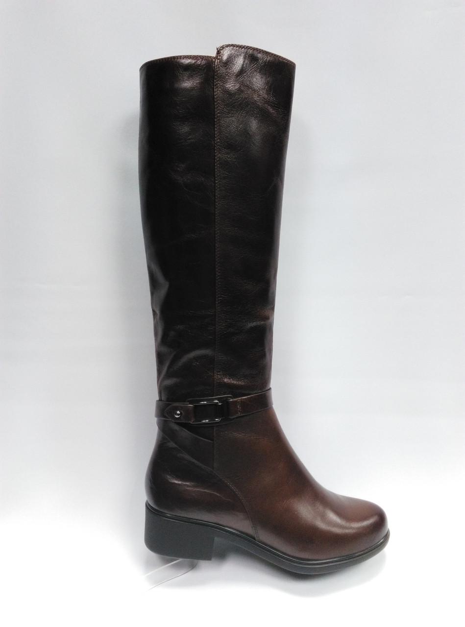 Темно-коричневые высокие кожаные зимние сапоги . Маленькие размеры (33 - 35).