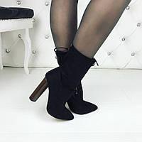 Женские демисезонные чёрные замшевые ботильоны на каблуках