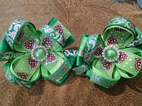 Зеленая новогодняя резиночка,зажим    для волос девочке